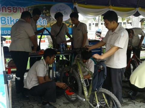 โครงการอาชีวะอาสา กิจกรรม Bike อุ่นไอรัก